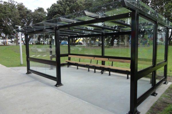 AUT_South_glass_6x3_bus_shelter_2014